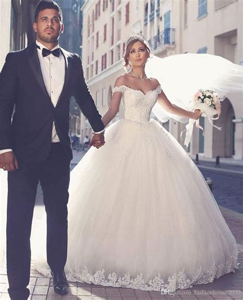 Best 25  Arabic wedding dresses ideas only on Pinterest