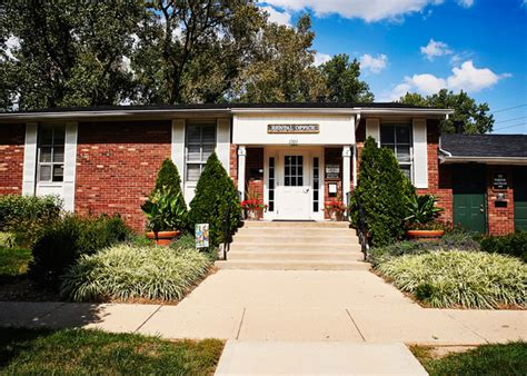 carriage house west carriage house west apartments of indianapoli rentals indianapolis in apartments com