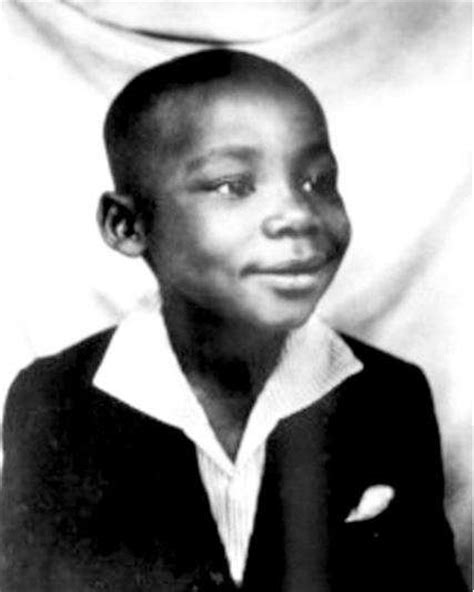 nelson mandela biography for child young nelson mandela in black sports coat and white shirt