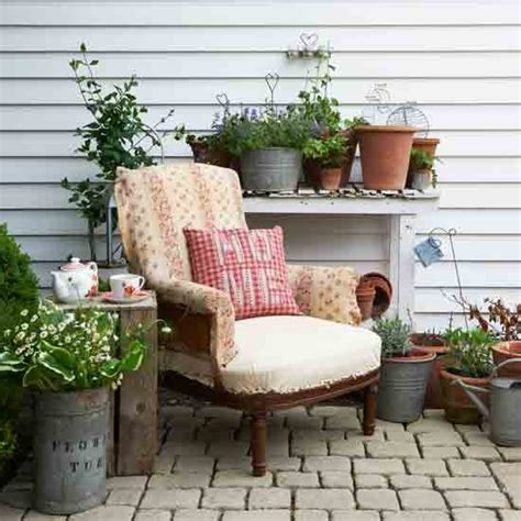 cosy country garden garden decorating ideas