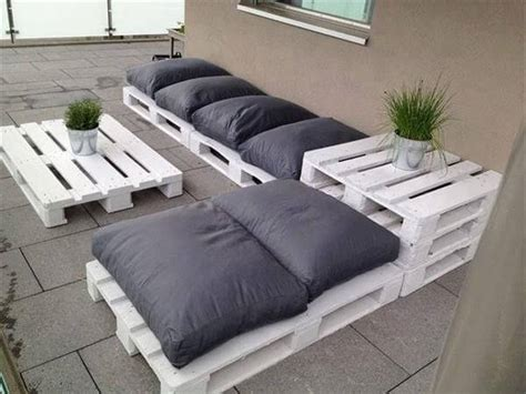 pallet couch build an easy daybed sofa diy and crafts