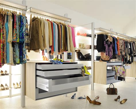 walk in closets and open wardrobe systems custom made