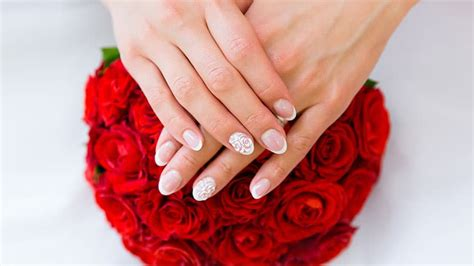 Wedding Ring Finger Nail Design by 20 Gorgeous Wedding Nail Designs For Brides The Trend
