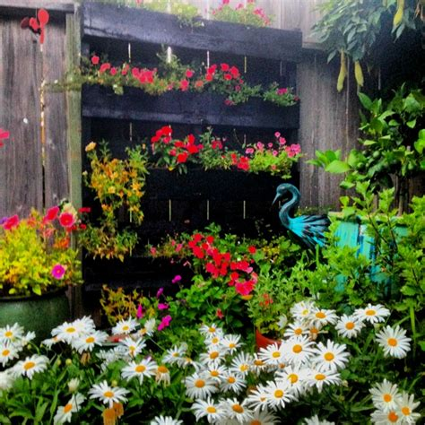 pallet flower bed by beautiful pallet flower bed gardening pinterest