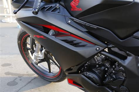 cbr bike features 2017 honda cbr250rr review of specs features pictures