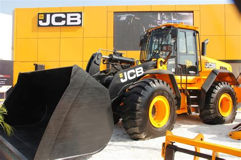 jcb painting made in india jcb 455zx and g63qi showcased at 2016 imme