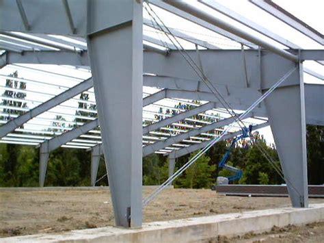 tettoia in acciaio foto nuova realizzazione di un maneggio in acciaio con