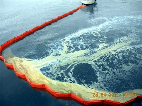 capitaneria di porto torre annunziata olio in mare interviene la capitaneria torre annunziata