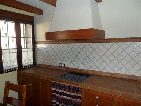foto cocina encimera de obra de construcciones  reformas jahergal  habitissimo