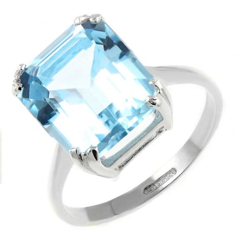 9ct white gold 12x10mm emerald cut blue topaz ring