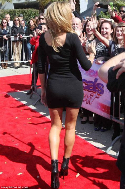 hot super model heidi klum sizzles in a very little black dress