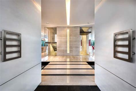 flur gestalten stein naturstein fu 223 boden w 228 nde in der villa mistral in singapur
