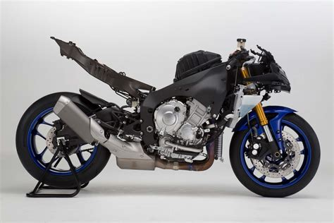 Meet the 2015 Yamaha YZF R1 and R1M: Serious as a Heart