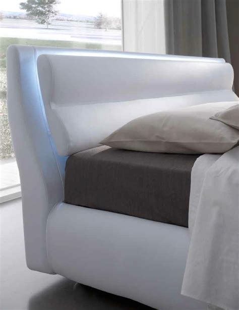 letto con led letto imbottito contenitore a led letti a prezzi scontati