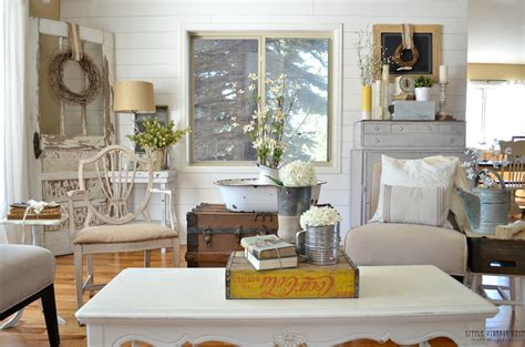 vintage farmhouse decorating ideas how to decorate with vintage decor little vintage nest