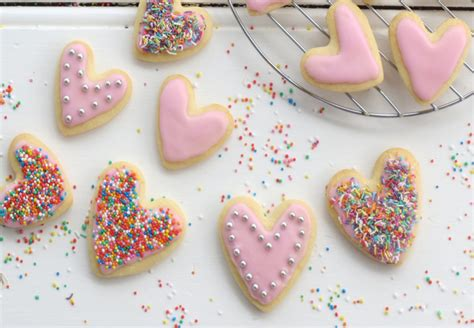 Biscuits For Decorating Recipe by How To Decorate Biscuits With Fondant Icing Best Recipes