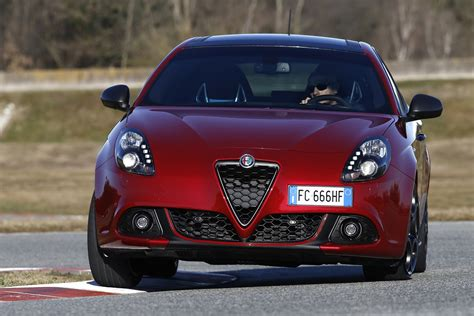 Alfa Romeo Julietta by Facelifted Alfa Romeo Giulietta Debuts With Modest Updates