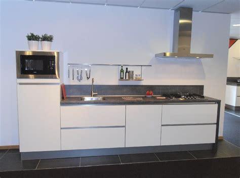 keuken greeploos hoogglans wit showroomuitverkoop nl rechte greeploze keuken in