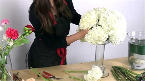how to make centerpieces how to make a hydrangea centerpiece
