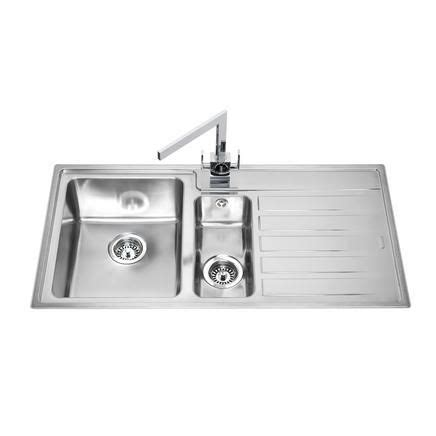 howdens kitchen sinks lamona ullswater 1 5 bowl sink stainless steel kitchen