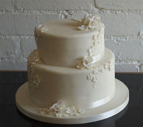 Torten Zur Hochzeit by Mehrst 246 Ckige Torte Zur Hochzeit 45 Ideen Archzine Net