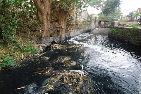 Dak Limbah Cair Dari Aktivitas Institusi Dan Industri Anwar puluhan industri masif mencemari sungai di kabupaten bandung mongabay co id