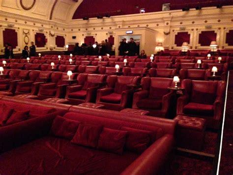 cinemas in london with sofas une s 233 ance de cin 233 ma de r 234 ve 224 l electric cinema de