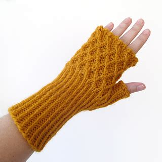 Lion Brand Trellis Ravelry Trellis Fingerless Gloves Pattern By Elizabeth Seidle