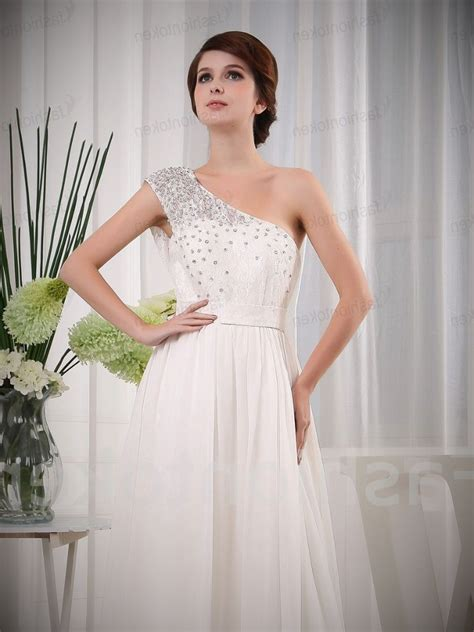 backyard wedding dresses guest how to tell wedding guests about attire outdoor wedding