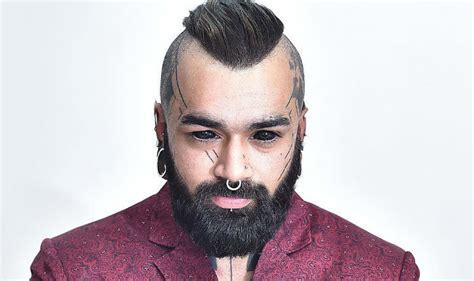 unbelievable this tattoo artist got his eyeballs tattooed