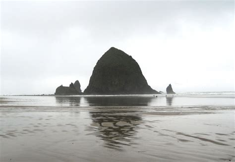 file haystack rock from north cannon beach oregon jpg