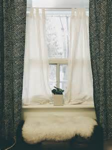 simple bedroom privacy window treatment