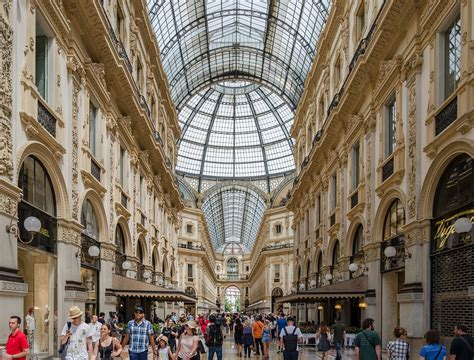 galleria vittorio emanuele ii shopping  milan