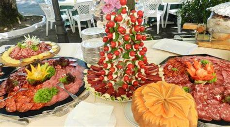 come si prepara la tavola per un pranzo importante ricetta biscotti torta menu per buffet