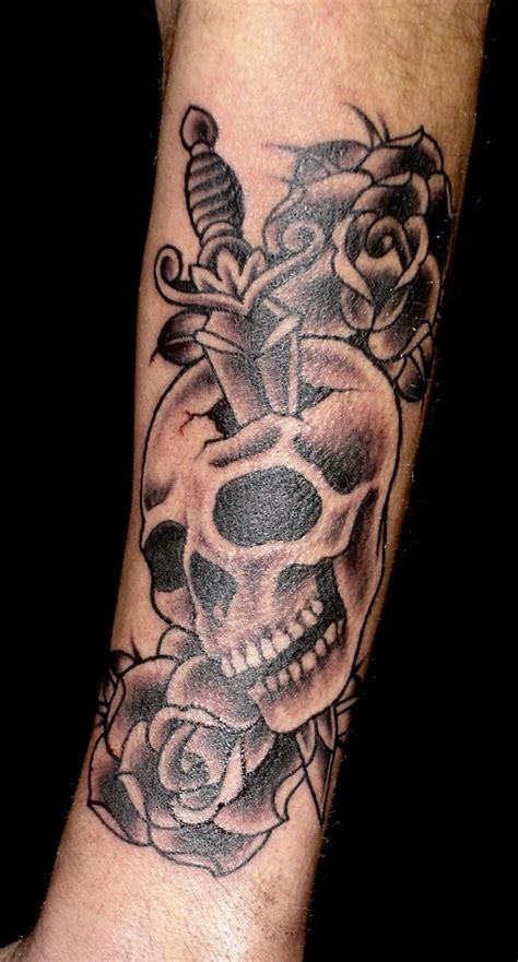 black and grey tattoo artists uk black and grey skull and dagger tattoo art pinterest