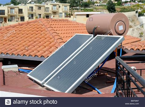solar panel stock tank heater a solar water heating panel with water tank on the roof of