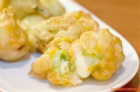 fiori di zucchine fritte fiori di zucca ripieni in pastella ricetta semplice e veloce