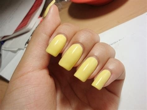 light yellow nail polish yellow acrylic nails how you can do it at home pictures