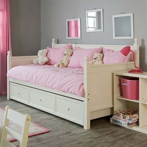 Daybeds For Toddlers The Pictures Of Comfy And Lovely Daybeds That Invite You