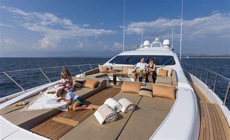 party boat ending yachts yoloboatrentals