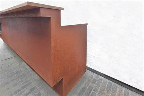 Rostige Stahlplatte Lackieren by Theke Aus Rostigem Stahl Mit Einem Bio Ethanol Kamin Und