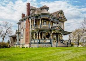 Victorian Queen Anne by Pretty 114 Years Old Victorian House Digsdigs