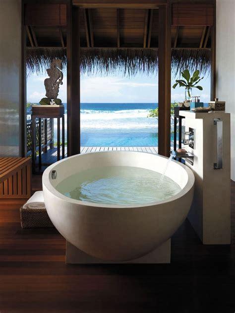 beautiful bath ۵۰ حمام با چشم انداز بی نظیر به طبیعت کجارو