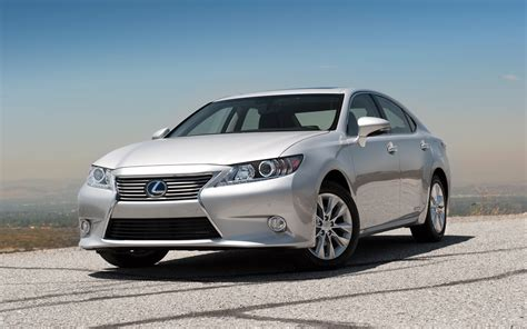 lexus es300 2013 2013 lexus es 350 and es 300h first test motor trend