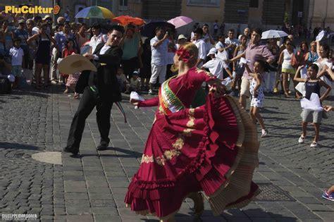 consolato peru roma flash mob il per 249 si esibisce a piazza popolo