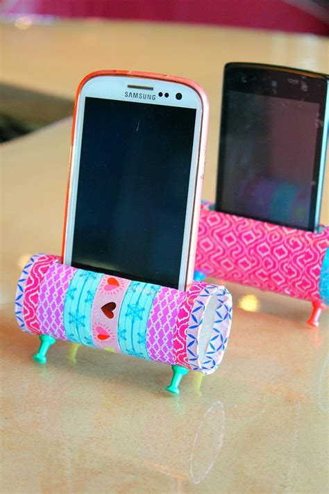 How To Make A Paper Phone Stand - easy diy phone holder using toilet paper rolls