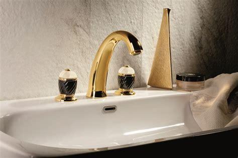 gold badezimmerarmaturen elegante badarmaturen 10 stilvolle wasserhahn kollektionen