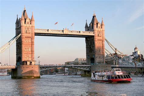 thames river cruise last minute three course dining experience with prosecco at jamie