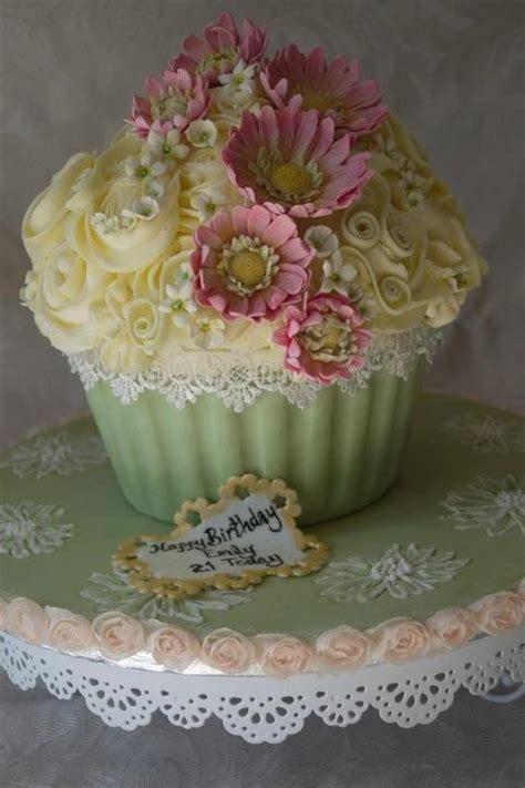 beautiful cupcake beautiful cupcakes sweet inspiration cakes not mine