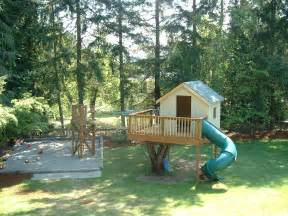 House Backyard Treehouse In Backyard 187 Backyard And Yard Design For